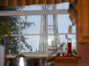 Ruggiero-DrillRig-KitchenWindow-Aruba-Texas-400x300